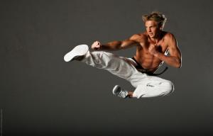 Marc Gassert beim Flying-Side-Kick.