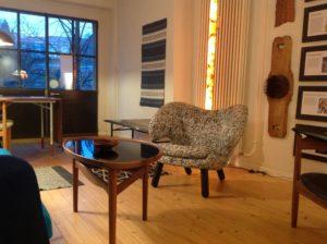 Ein Ort, wo Design-Möbel neben Handwerksutensilien stehen: Philipp Kuntzes Atelier in Bern.