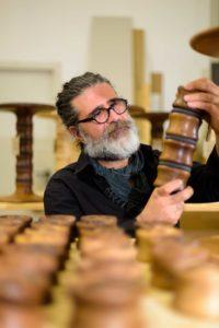 Luca Sabato bei der Arbeit im Atelier.