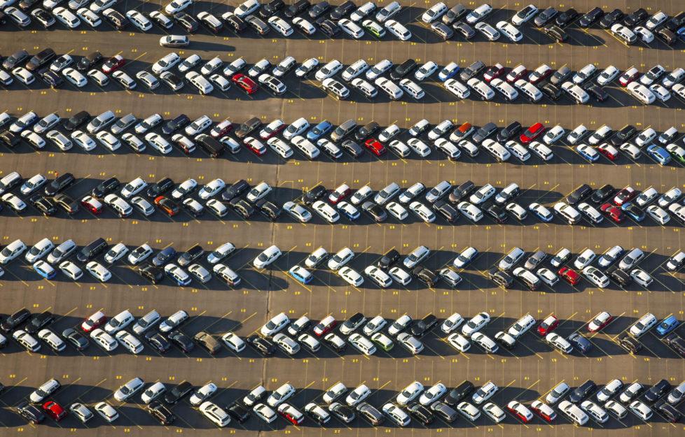 Ob Neu- oder Gebrauchtwagen: Wer ein Auto kauft, kann die Police kündigen. Foto: Keystone