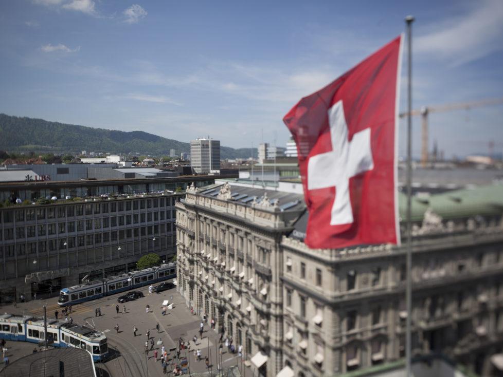 Der automatische Informationsaustauschkommt: bei ausländischen Konten können sich Schweizer nicht aufs Bankgeheimnis berufen. Foto: Dominique Meienberg