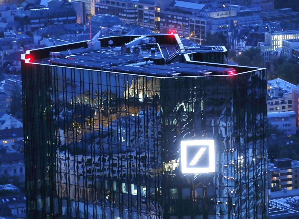 Hauptsitz der Deutschen Bank in Frankfurt am Main: Interner milliardenteurer Umbau statt statt Entwicklung neuer Geschäftsmodelle. Foto: Michael Probst/Keystone