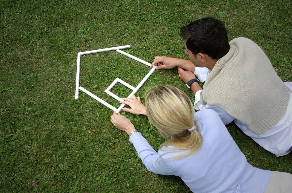 Hauskauf: Träume sind schön, aber ohne Ersparnisse und genaue Kalkulation gehts nicht. Foto: Getty