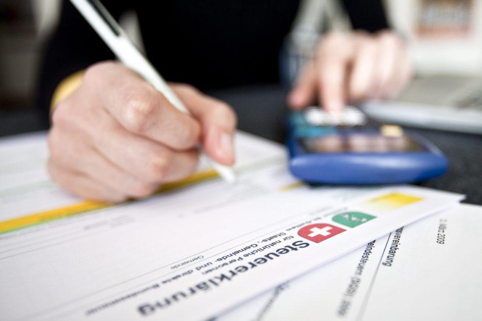 Steuererklärung: Dividenden auf jeden Fall deklarieren, sonst können Sie wegen Steuerhinterziehung zur Kasse gebeten werden. Foto: Keystone