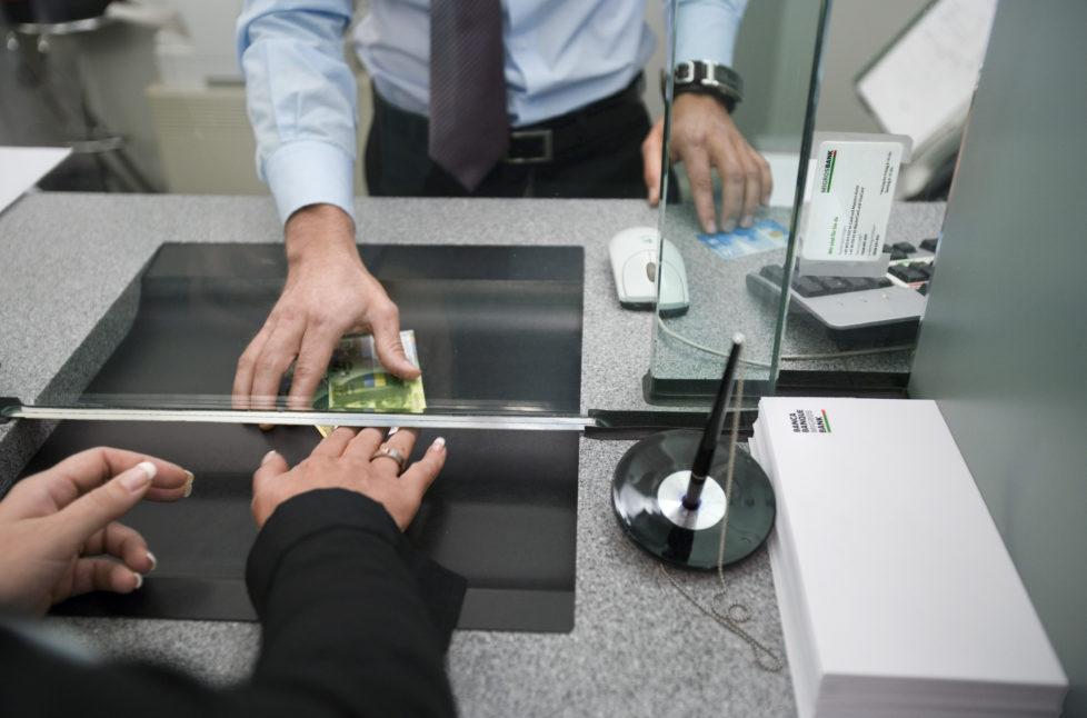 100'000 Franken pro Kunde, insgesamt sechs Milliarden pro Bank: Die Garantie für den Sparbatzen ist begrenzt. Foto: Geatan Bally/Keystone