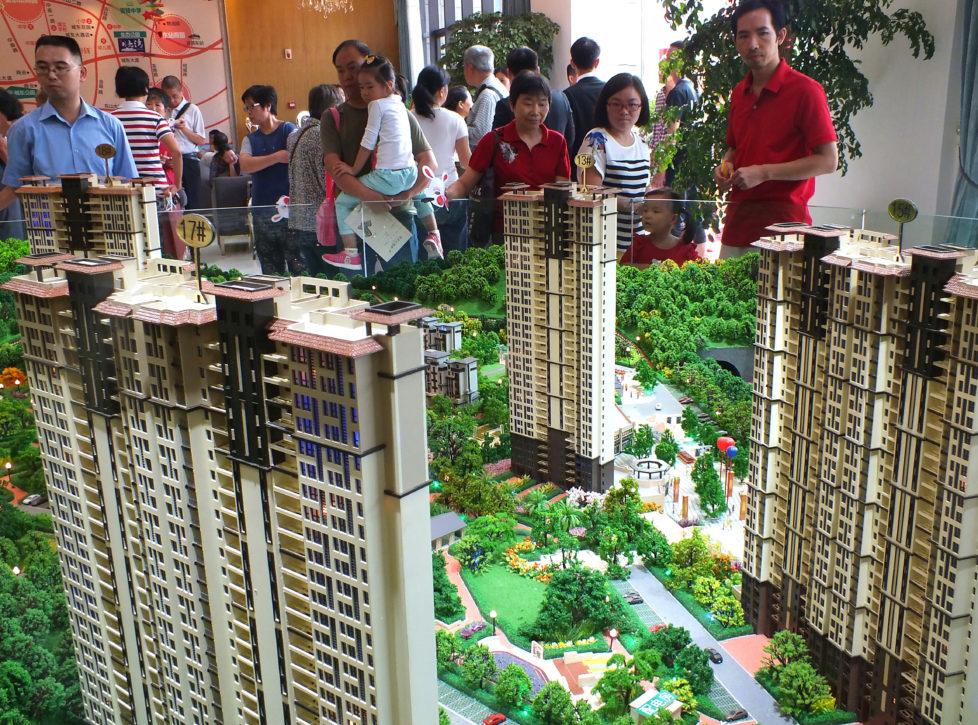 Chinesischer Boom: Käufer auf der Suche nach Wohneigentum in der Provinz Hubei. Foto: AFP