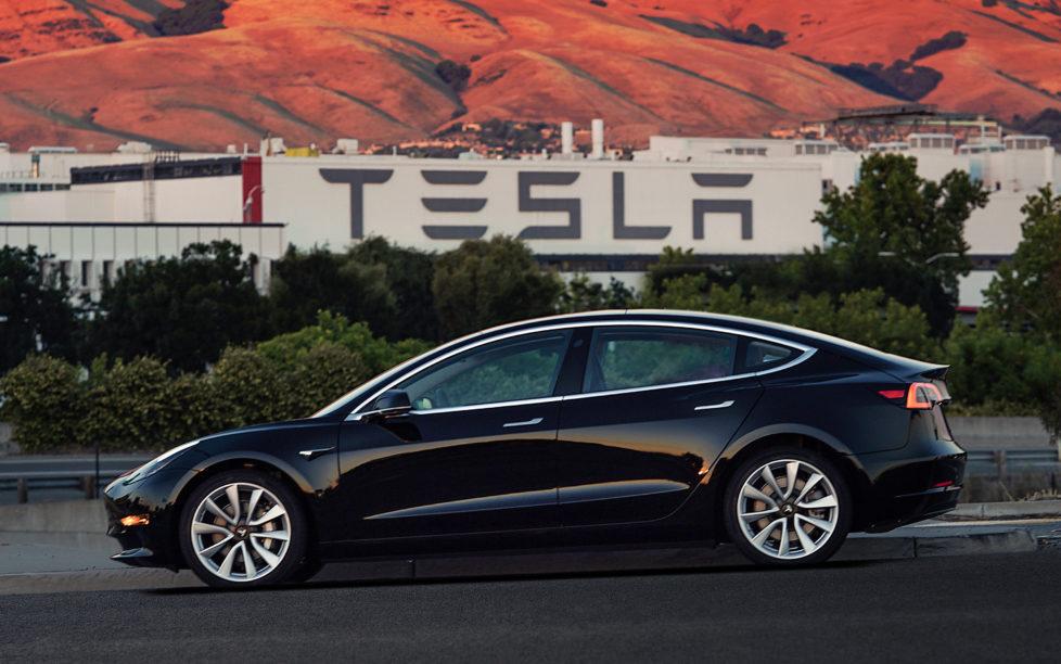 Investition in die Zukunftstechnologie von Hochleistungsbatterien: Tesla Modell 3. Foto: AP