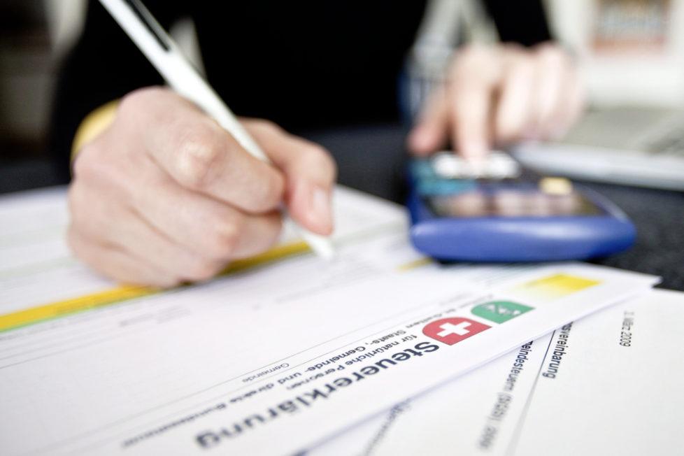 Wer Kinder in der Lehre oder an der Uni hat, kann die Ausbildungskosten abziehen. Foto: Ennio Leanza/Keystone