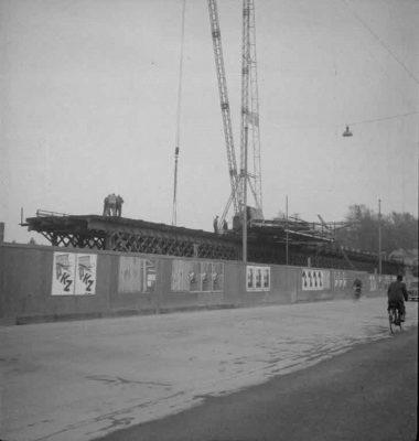 FN Jost N 1971, Abbruch der alten Eisenbahnbrücke (Rote Brücke), 1941, Artist: