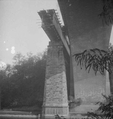 FN Jost N 1973, Abbruch der alten Eisenbahnbrücke (Rote Brücke), 1941, Artist: