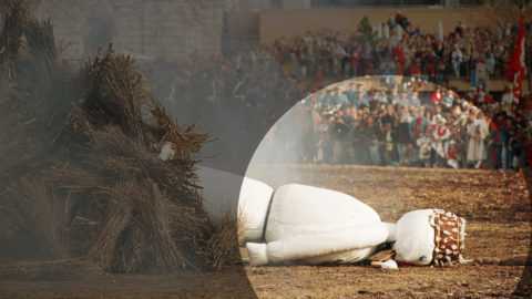 Am Sechseläuten 1993 entging der Böögg den Flammen durch einen Sturz. Schliesslich musste der Kopf von Hand ins Feuer geworfen werden. Foto: Keystone