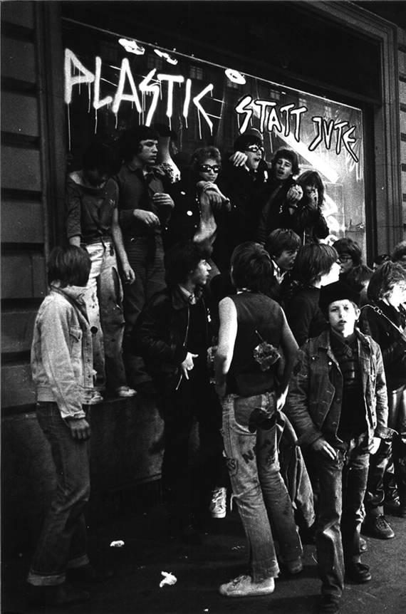 Punks an der Laupenstrasse, späte 70er. Foto: Jürg Hafen