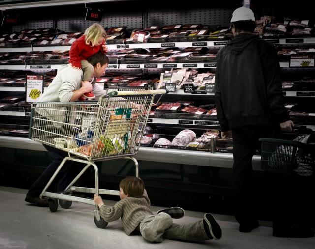 Ein Vater am Einkaufen. (Flickr)