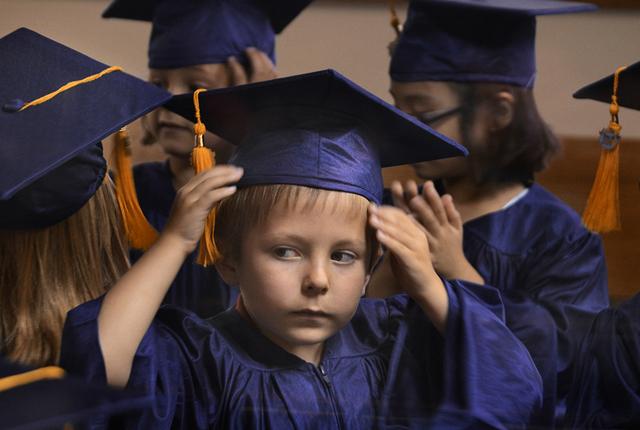 Nach bestandener Vorprüfung gibts den Kindergarten-Doktor. So weit ist es noch nicht (Foto aus einem Kindergarten in Marion, Indiana). Foto: Keystone