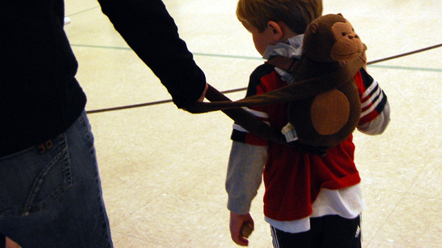 Alles im Griff, liebe Eltern? Kind an der Leine. Foto:  Eric E Castro (Flickr)