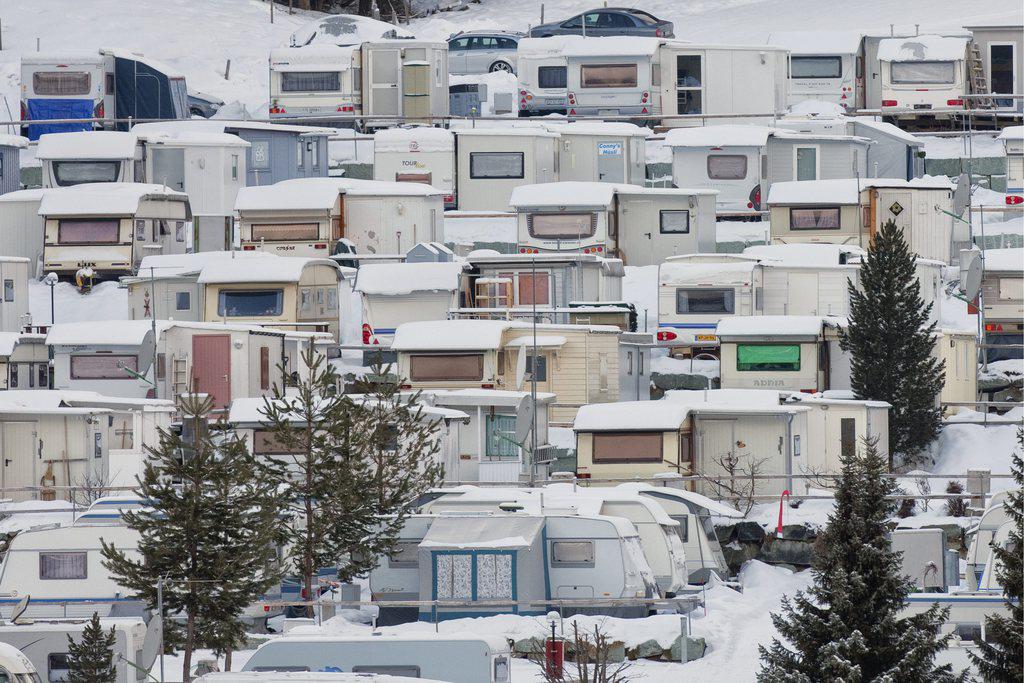 Winterliche Campingidylle: Ein Campingplatz im winterlichen Churwalden. Foto: Alessandro Della Bella (Keystone)