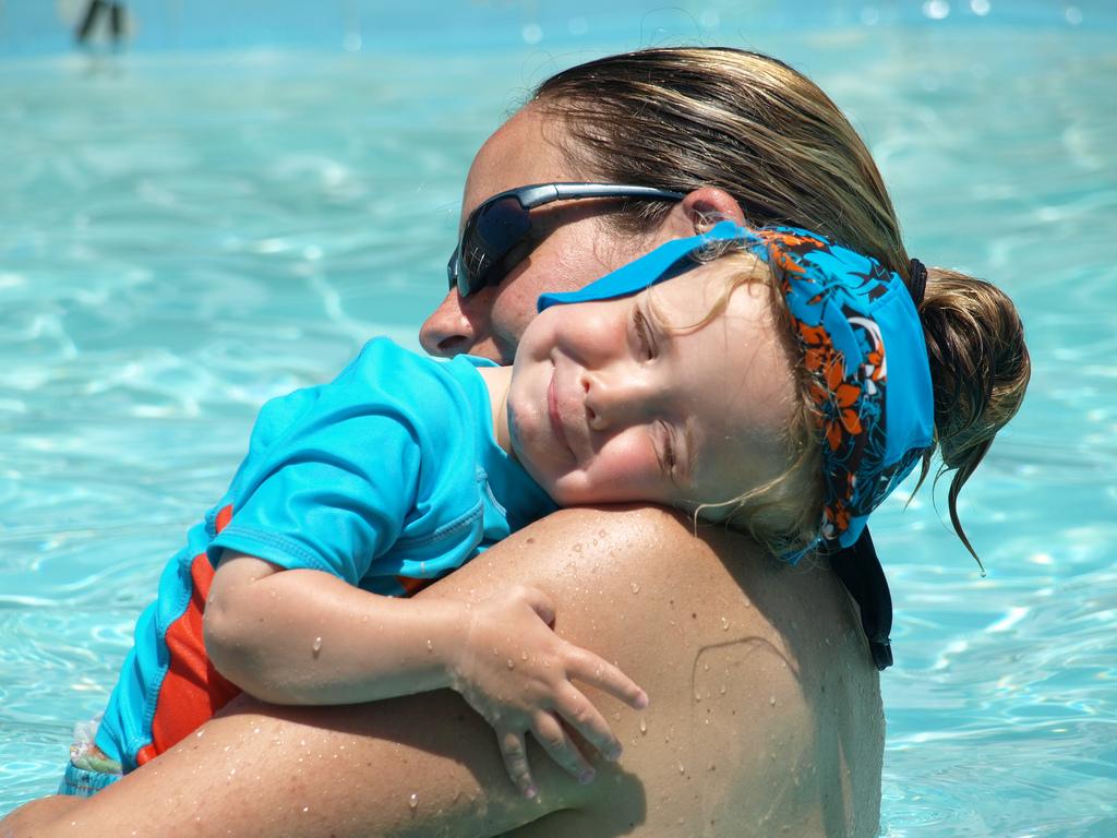 Ein Kind verändert die Mutter auch äusserlich: Letztere muss damit leben lernen. Das braucht Zeit. Foto: Julie, Dave & Family (Flickr)