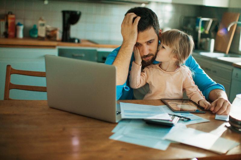 Hart für Mädchen: Väter lassen sich eher scheiden, wenn das erste Kind eine Tochter ist.