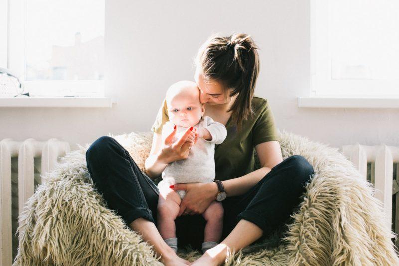 Für Teenager ist es ein Job, für ihre Arbeitgeber viel mehr: Babysitter im Einsatz. Foto: Daria Shevtsova (Pexels)
