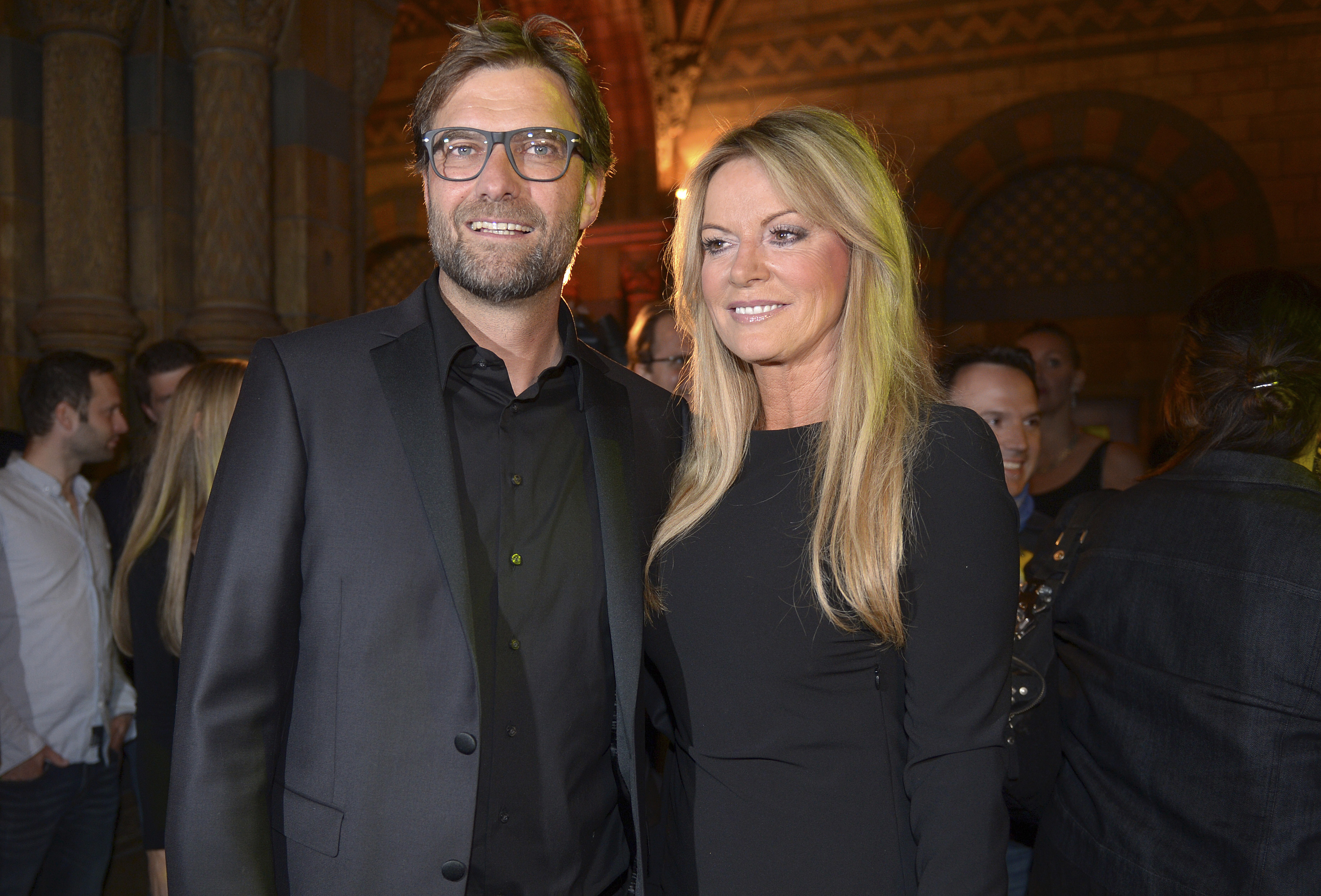 Borussia Dortmund coach Juergen Klopp and his wife Ulla pose for a photo before the team's party at Britain's Natural History Museum in London May 26, 2013, following their Champions League defeat against Bayern Munich at Wembley stadium.   REUTERS/Federico Gambarini/Pool    (BRITAIN - Tags: SPORT SOCCER ENTERTAINMENT) - RTX101D8