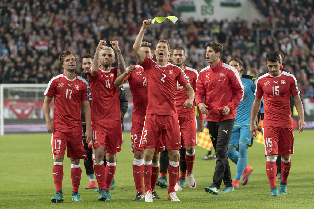 Switzerland's players cheer after winning the 2018 Fifa World Cup Russia group B qualification soccer match against Hungary in the Groupama Arena in Budapest, Hungary, on Friday, October 7, 2016. (KEYSTONE/Georgios Kefalas)