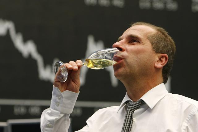 Wie lange hält die Champagnerlaune noch an? Börsenhändler in Frankfurt. Foto: Reuters