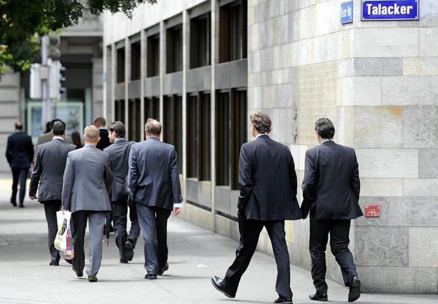 Ein grosser und überdies wachsender Finanzsektor entzieht der «realen» Wirtschaft auf dem Arbeitsmarkt Talente.(Keystone/WalterBieri)