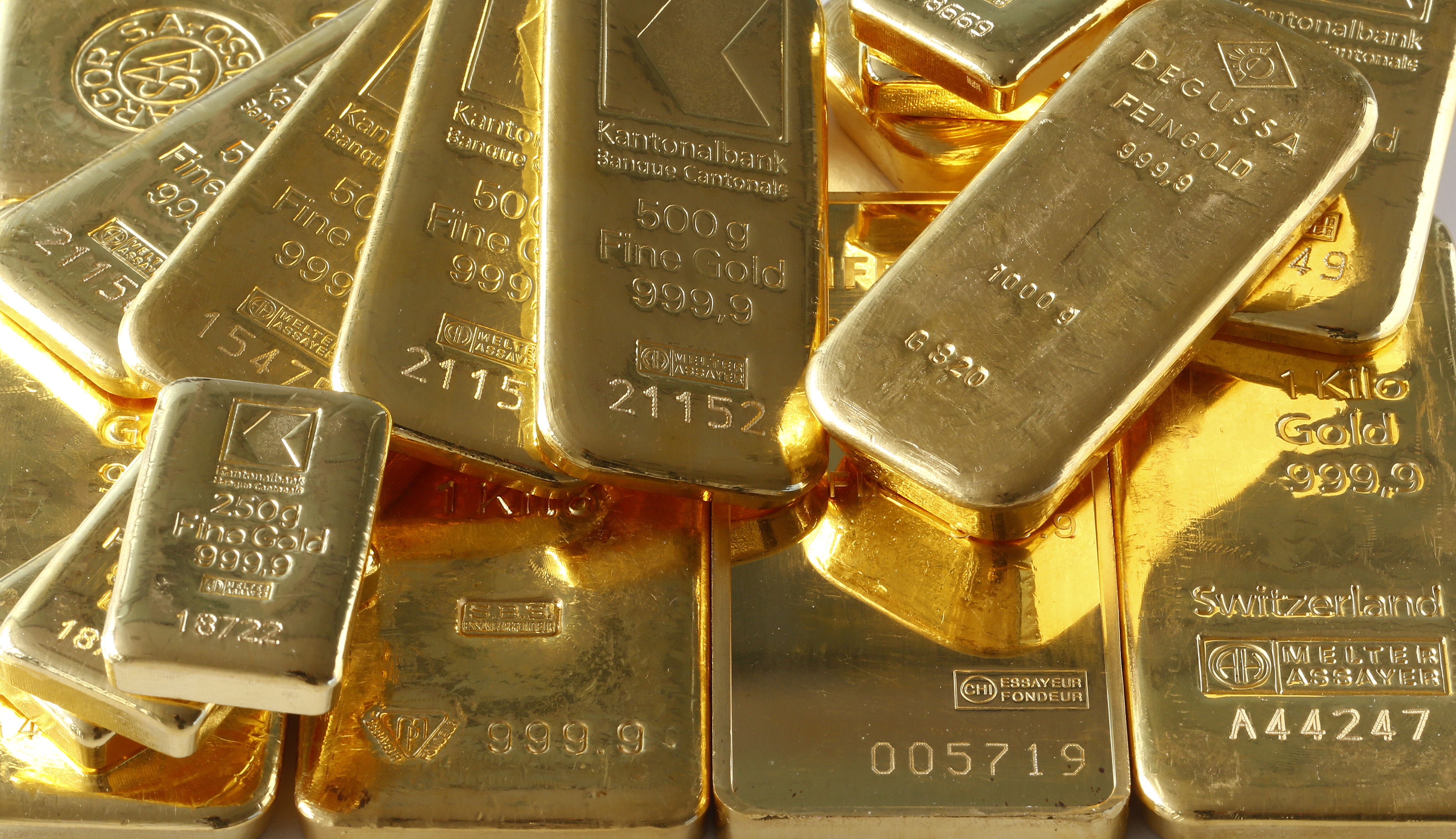 "Gold bars from the vault of a bank are seen in this illustration picture taken in Zurich November 20, 2014. The ""Save our Swiss gold"" proposal, spearheaded by the right-wing Swiss People's Party (SVP), aims to ban the central bank from offloading its reserves and oblige it to hold at least 20 percent of its assets in gold. The referendum is scheduled for November 30. The SVP argues it would secure a stable Swiss franc. REUTERS/Arnd Wiegmann (SWITZERLAND - Tags: BUSINESS) - RTR4EWKH"