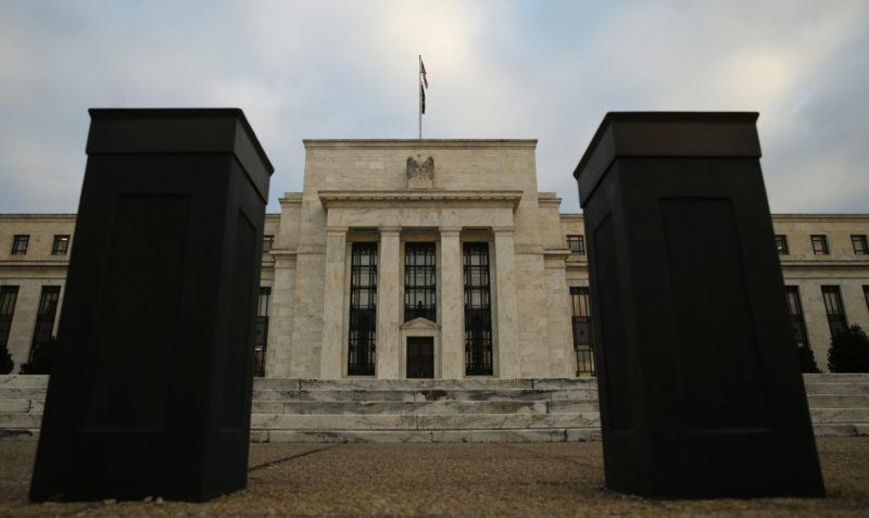 Was bedeutet der jüngste scharfe Zinsanstieg? Poller vor dem Haupteingang des Federal Reserve in Washington. Foto: Kevin Lamarque (Reuters)