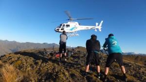 Auch in Neuseeland ist kein Downhill-Start zu hoch. Foto: Fat Tyre Adventures