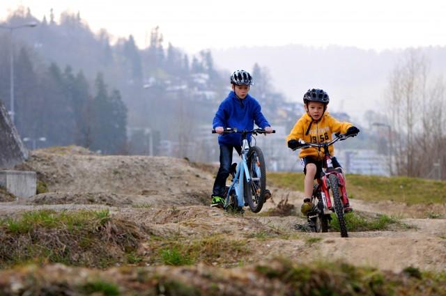 Crowdfunding als Jugendförderung: Der Pumptrack in Horw LU ist ein Paradies für Kinder. Foto: flowzone.ch