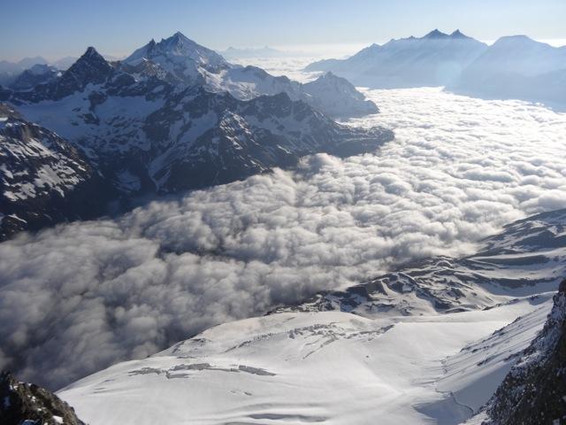 Das Mattertal vom Zmuttgrat am Matterhorn gesehen.