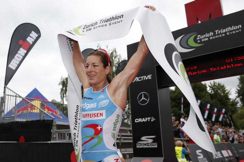 Mitläufer in Zürich: Die Triatlethin Nicola Spirig gewinnt – begleitet von Autobauern, Banken, Getränkeherstellern und anderen Sponsoren. Foto: Patrick B. Krämer (Keystone)