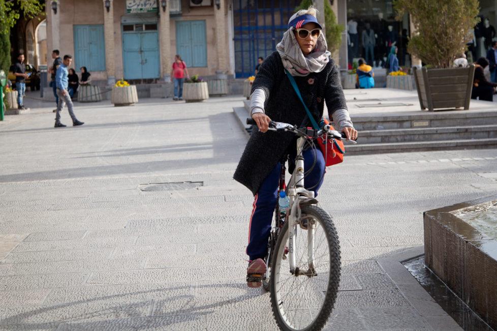 Damit soll nun Schluss sein: Radfahrerinnen bereicherten bis vor kurzem noch das Strassenbild in den Städten Irans. (Foto: Gonetravelo.com)