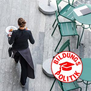 Eine Kellner in Zürich. (Keystone/Christian Beutler)