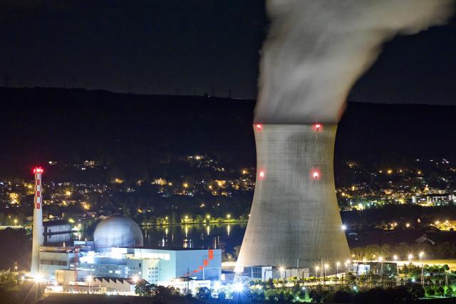 Drpht ein Rückschritt ins Atomzeitalter? Das Atomkraftwerk Leibstadt. (Keystone)