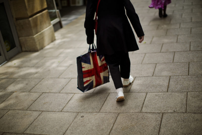 (Keystone) Wenn der wirtschaftliche Post-Brexit-Triumph ausbleibt, fehlt der bisherige Sündenbock - die EU. (Keystone)