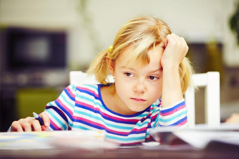 Was sie lernen soll, ist umstritten: Schülerin bei den Hausaufgaben. Foto: iStock
