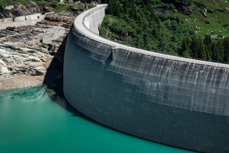Mit Wasserkraft Schwankungen ausgleichen: Stausee in Zervreila. Foto: Christian Beutler (Keystone)