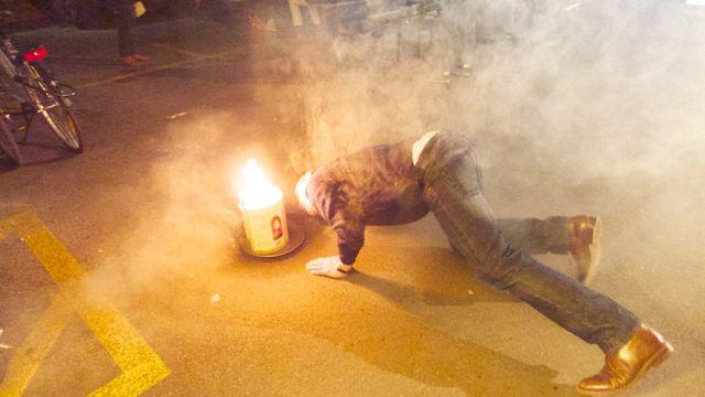 Der Galerist entfacht Feuer