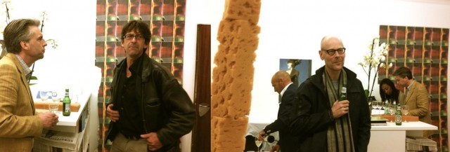 Galerist spricht mit einem alten Schulfreund (l.), Helmhaus-Chef Simon Maurer (r.)