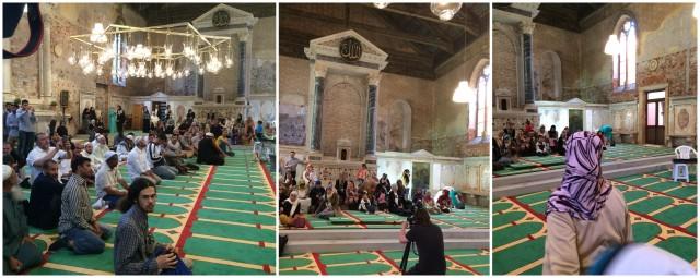 """""""The Mosque"""": Innenansichten mit Lüster, Koransprüchen und Frauenempore"""