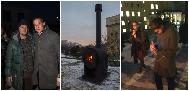 Sterling Rubys Werk «Stove» vor dem Hotel Kulm (M.), Vito Schnabel mit seinem Künstler Ruby (l.), Der Galerist fotografiert die Installation seines Künstlers (r.)