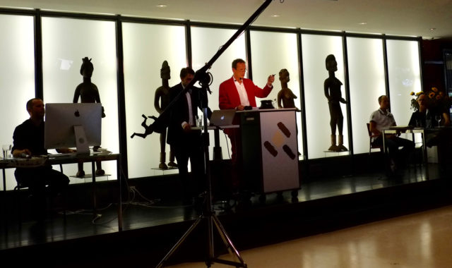 Jean David von den Hammer Auktionen umringt von den Meisterwerken der Stammeskunst