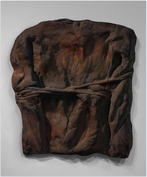 Gab der Auktion den Titel: Bruce Naumans Gusseisenskulptur von 1970 mit dem Titel «Henry Moore Bound To Fail». Sie zeigt Bruce Naumans auf dem Rücken zusammengebundene Hände. Ein Bild für die Ohnmacht, aber auch für die Kraft eines Künstlers, der aus seinem Handicap seine Stärke bezieht