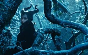 Kühle Schönheit: Maleficent in ihrem Dornenwall.