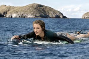 Blake Lively macht auch als Surferin gute Figur.