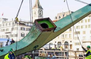 In dem Augenblick, als er aufgestellt wurde, verlor er seine Wirkung: Der Hafenkram.