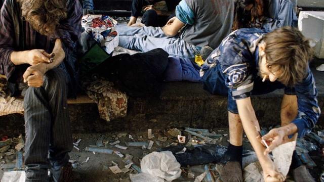 Als das Sterben noch schmerzhaft sichtbar war: Drogenszene am Letten.