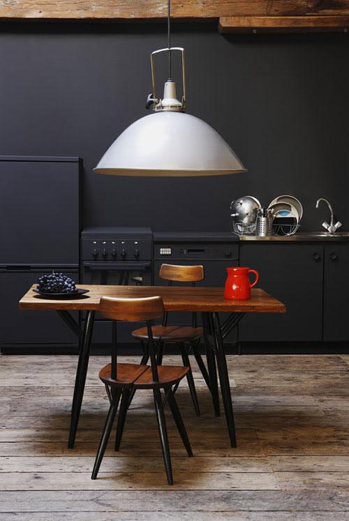 Ich Finde Die Küche Ganz Einfach Genial Und Habe Die Grösste Lust, Einfach  Mit Schwarzer Farbe über Meine Biedere Einbauküche Zu Streichen.